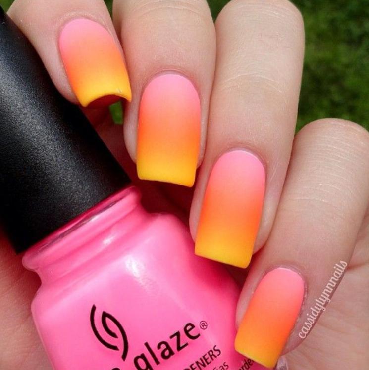Modele de unghii ombre in culori neon
