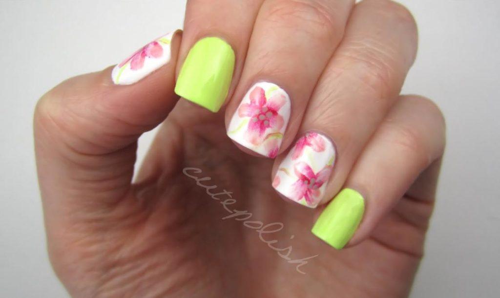 Modele unghii de vara cu flori