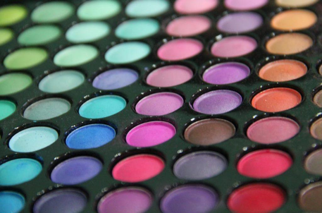 Paleta de culori pentru machiaj