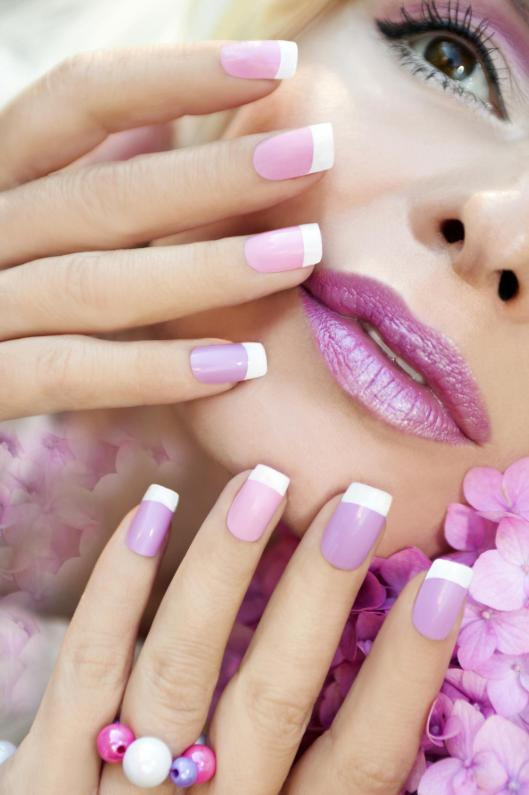 manichiura french roz cu alb