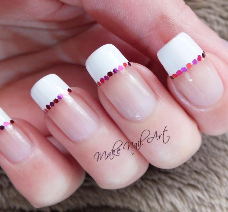 model unghii french cu strasuri roz