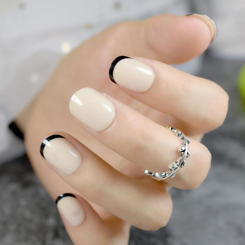 unghii crem cu french negru