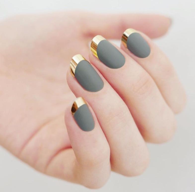 unghii french argintiu cu auriu