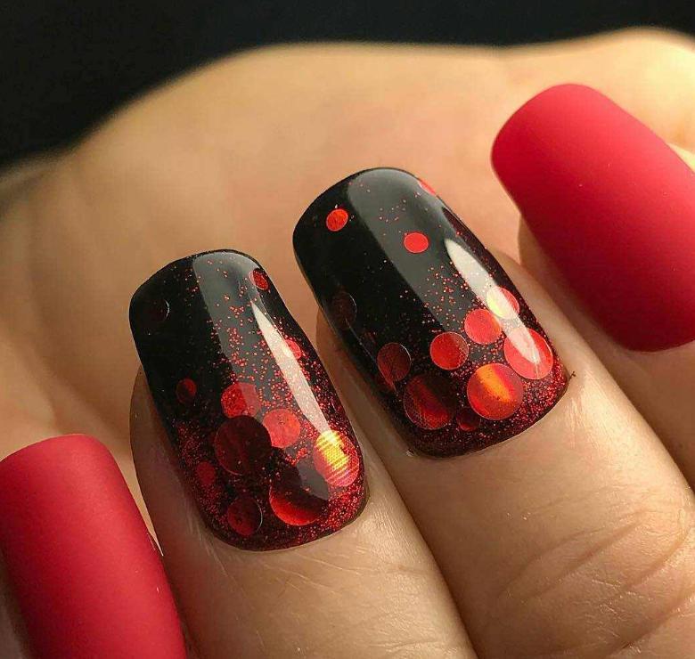 unghii negre cu rosu si paiete