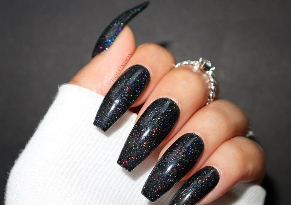 unghii negre cu sclipici