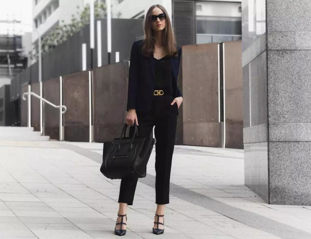 tinuta office neagra cu pantaloni